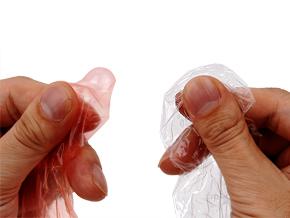触ると明らかな違いを実感。薄さもさることながら、非常に軽量。