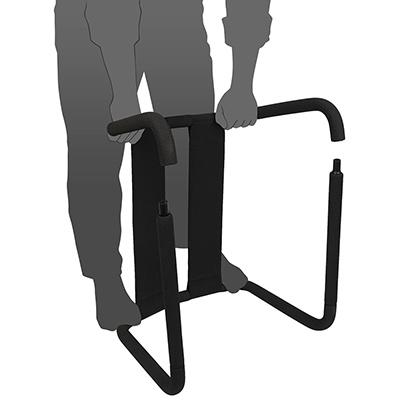 【手順3】脚部分のスチールパイプを連結。左右の脚を片側だけつなぎ、もう一方を左右いっぺんに接続します。