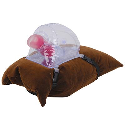 枕やクッションにくくりつけた状態。本作単体よりも高さが出ますので、プレイ時には上手く調整してください。