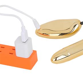 USB充電式で、フル充電までは約1.5時間。連続可動は約60分。AC変換アダプタが付属するのもグッジョブです。
