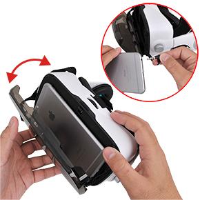 スマホの装填はフロントパネルをパカッと開けて、細い台座に設置するだけ。イヤホンジャックの接続も忘れずに。