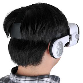 イヤホンで耳も塞がれるので没入感ハンパなーい! 反面、外部に対してかなり無防備になるので、ご注意を…。