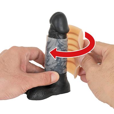 シッカリ巻いたところで、本体をクリップのように竿全体に被せて固定します。切れ目が裏側にくるのが正解です。