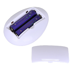 リモコン側の電源は単四電池×2本(付属)。入手・交換しやすい電池なので、ボディの大きさは許容しましょう。