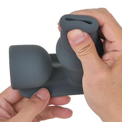 【仁-ZIN-】ボディが肉厚なので、やや硬めに感じます。挿入しても穴がパックリ開くのは使いやすいでしょう。
