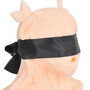 征服欲を満たすため、布製の目隠しが付属します。目元を塞ぐとリアリティと陵辱感が増し、さらに興奮度アップ!