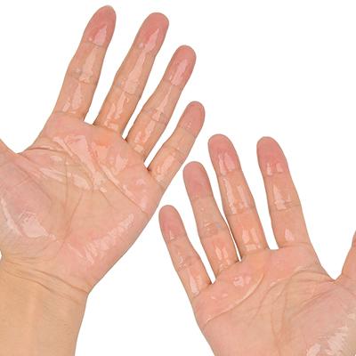 テクスチャーはアロマオイルそのもの。肌にも浸透しやすいので、けっこう大量に使った方がいいでしょう。