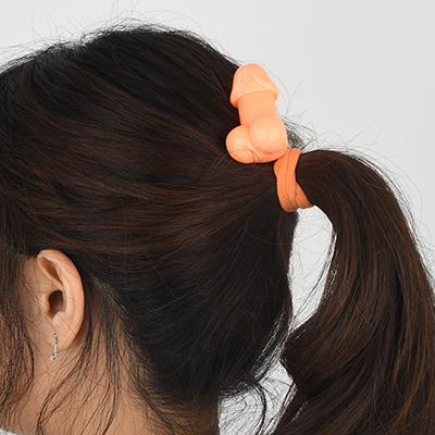 女性スタッフの髪を結んでみました。パッと見はすぐにわからないですし、こうして見ると意外と可愛い…かも?