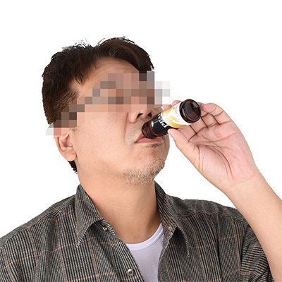 もちろん、ビンから直接イッキ飲みが基本。あまりジックリ味わうもんじゃありませんが、飲みやすい風味です。