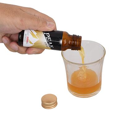 中身の液体は、ちょっと濃いオレンジ色。開封前によく振ってから飲みましょう。カロリーは1本あたり40.5kcalです。