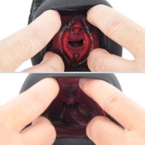 2重構造のインナーは赤い粘膜層で、黒いアウターと合わさると、何とも艶めかしい雰囲気。外国人っぽいですね。