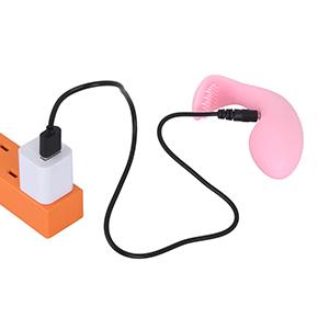 ちょっと短めの専用ケーブルを使用する、USB充電タイプです。フル充電までは約40分、連続可動は約50分。
